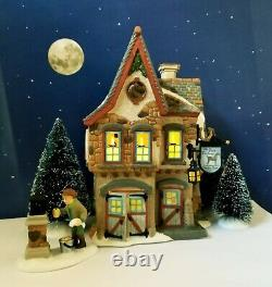 DEPT 56 Dickens Village WELCOMING CHRISTMAS Gift Set! Candle lights! Beautiful